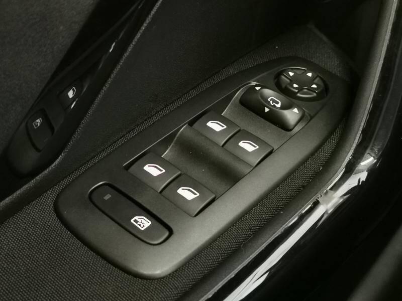 Peugeot 2008 Signature 1.2 PureTech 82pk S&S